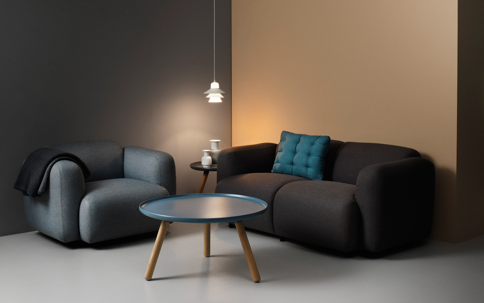 tablo table a minimalistic coffee table in black with. Black Bedroom Furniture Sets. Home Design Ideas