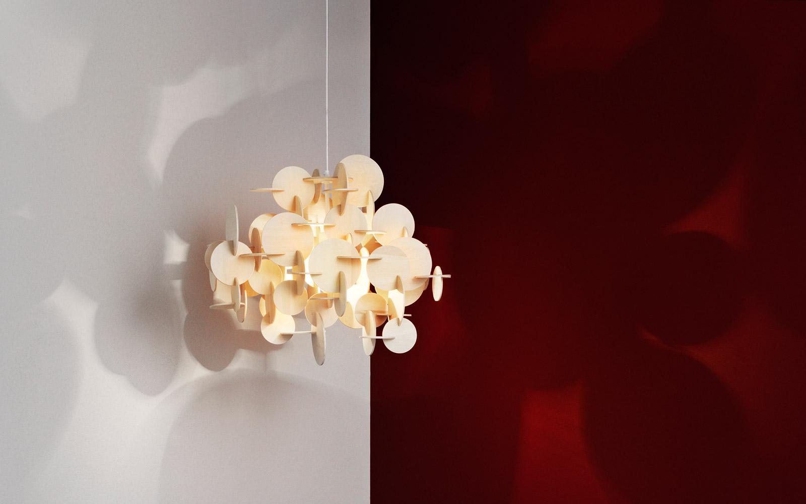 Bau lamp a sculptural wooden ceiling lamp of natural for Suspension multi lampes