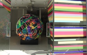 Flagship Store Ball Kugle with colors art